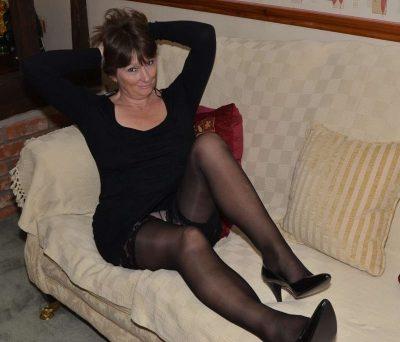 Девушка, брюнетка из , ищет щедрого мужчину для секса, минета